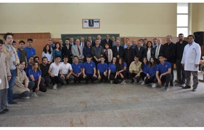 Ağaç İşleme Sanayicilerinden Türkiye'de bir ilk… Haydarpaşa Mesleki ve Teknik Anadolu Lisesi'ne Makine ve Eğitim Desteği